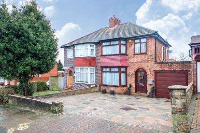3 Bedrooms Semi Detached House for sale in Crummock Gardens, London, Uk
