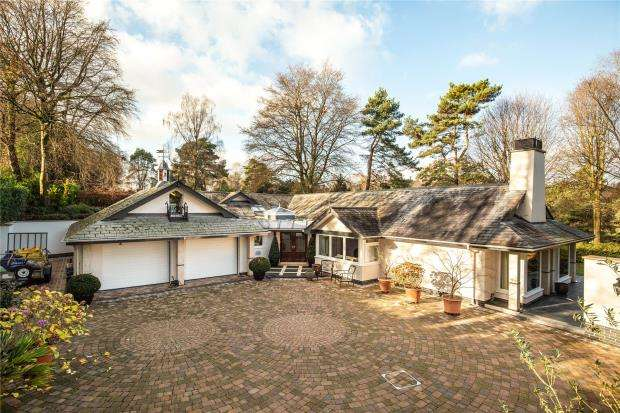 3 Bedrooms Detached Bungalow for sale in Higher Broad Oak Road, West Hill, Ottery St. Mary, Devon