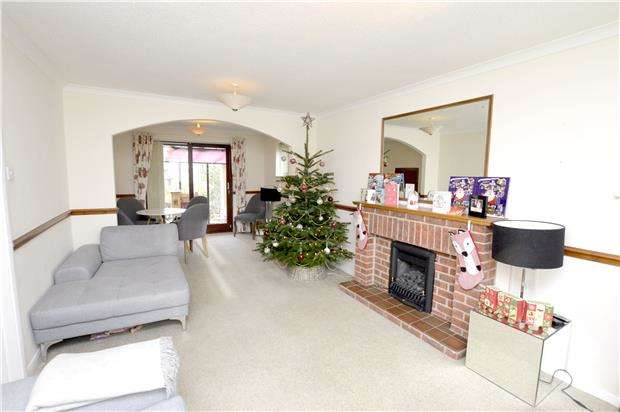 2 Bedrooms Detached Bungalow for sale in Borough Close, Kings Stanley, Gloucestershire, GL10 3LJ