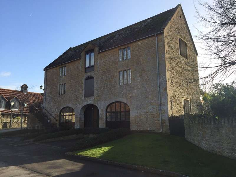 2 Bedrooms Apartment Flat for sale in Hayes End Manor, South Petherton, Somerset, TA13 5BE