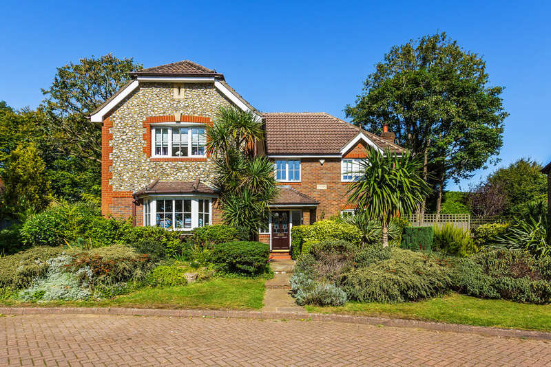 5 Bedrooms Detached House for sale in The Dell, Tadworth, KT20