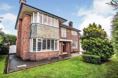 4 Bedrooms Detached House for sale in Abingdon Drive, Ashton, Preston, Lancashire, PR2