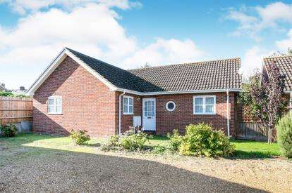 3 Bedrooms Bungalow for sale in Castle Court, Hitchin, Herts, England