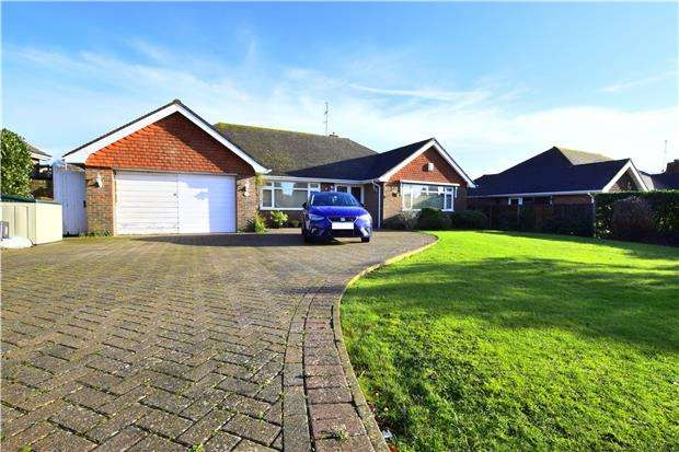 2 Bedrooms Detached Bungalow for sale in Kewhurst Avenue, BEXHILL-ON-SEA, East Sussex, TN39 3BJ