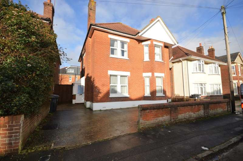 6 Bedrooms Detached House for rent in Gerald Road, Bournemouth, Dorset