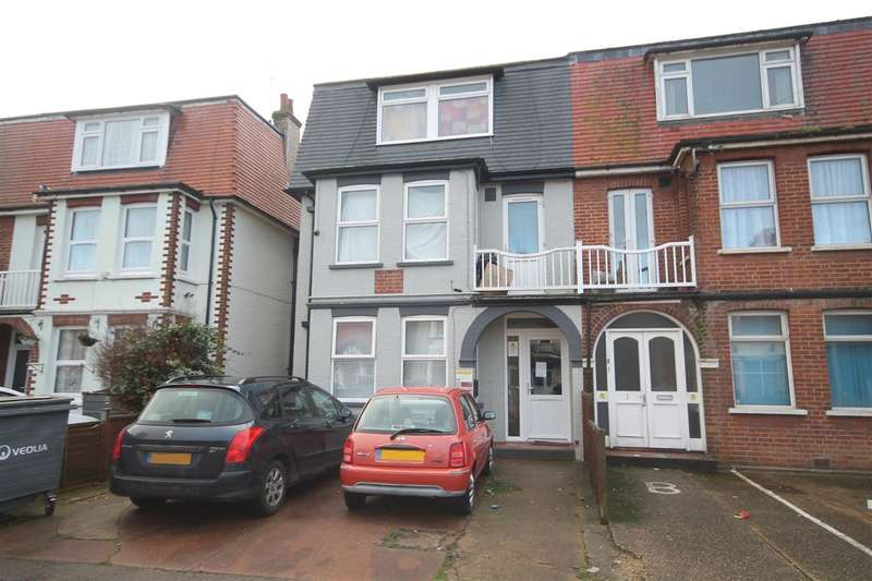 9 Bedrooms Semi Detached House for sale in Penfold Road, Clacton on Sea