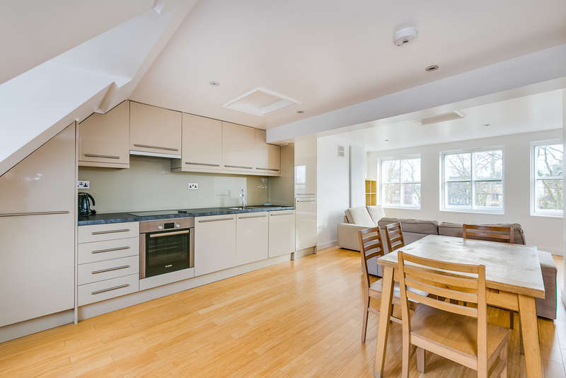 2 Bedrooms Maisonette Flat for sale in Upper Street, Islington, N1 0NY