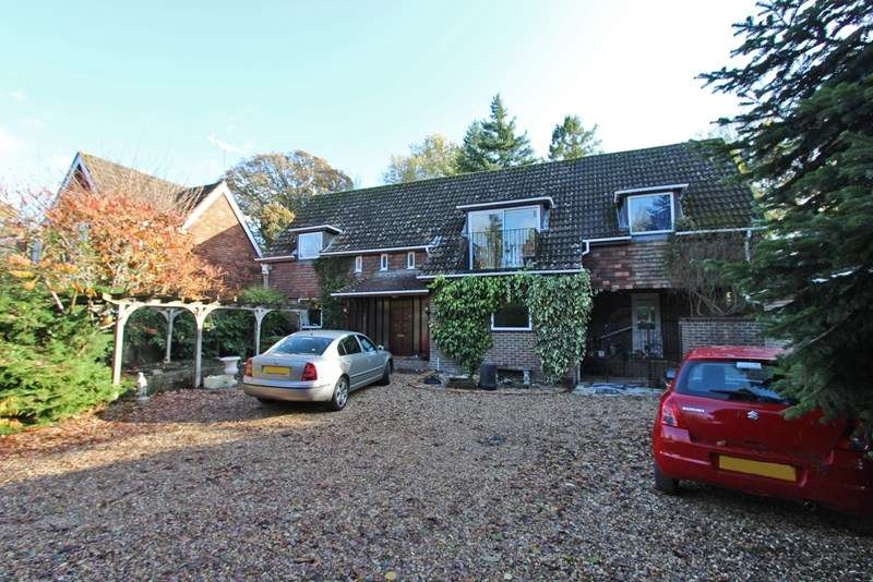 4 Bedrooms Detached House for sale in The Rise, Brockenhurst, Hampshire, SO42
