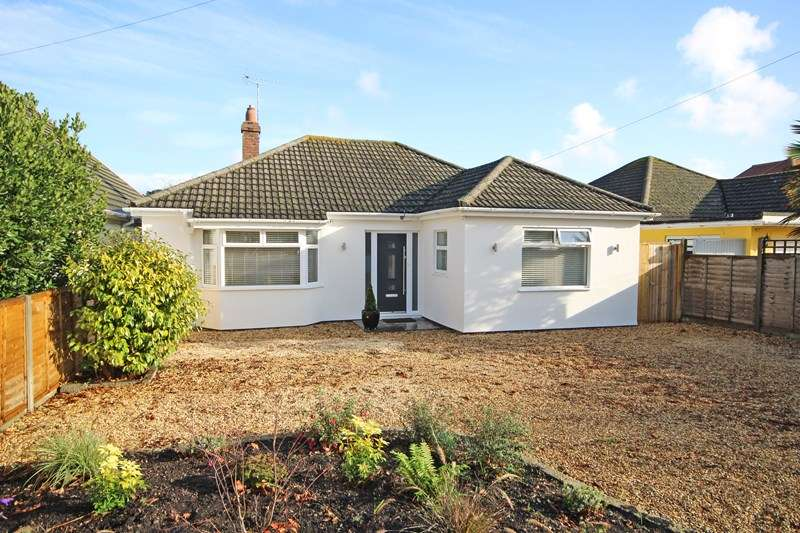 3 Bedrooms Bungalow for sale in Moorland Avenue, Barton On Sea, New Milton, Hampshire, BH25