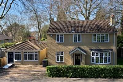 5 Bedrooms House for rent in Shalbourne Rise, Camberley, GU15