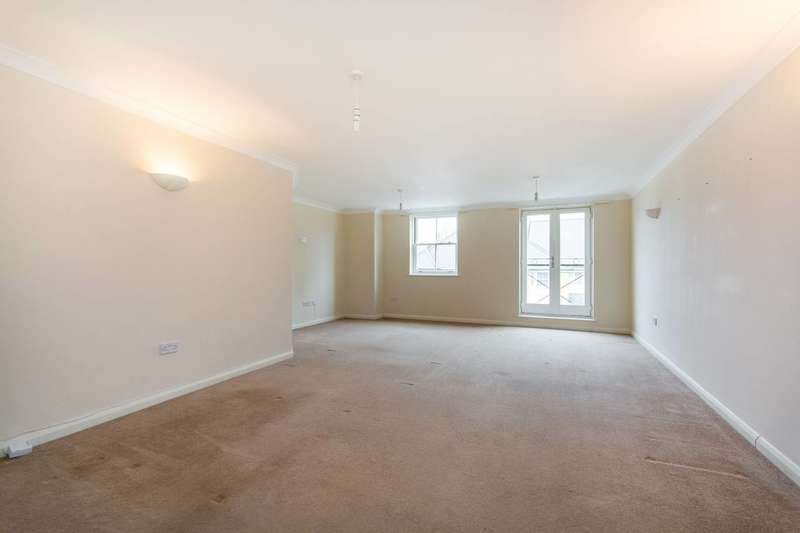 2 Bedrooms Flat for rent in Barry Road, East Dulwich, SE22