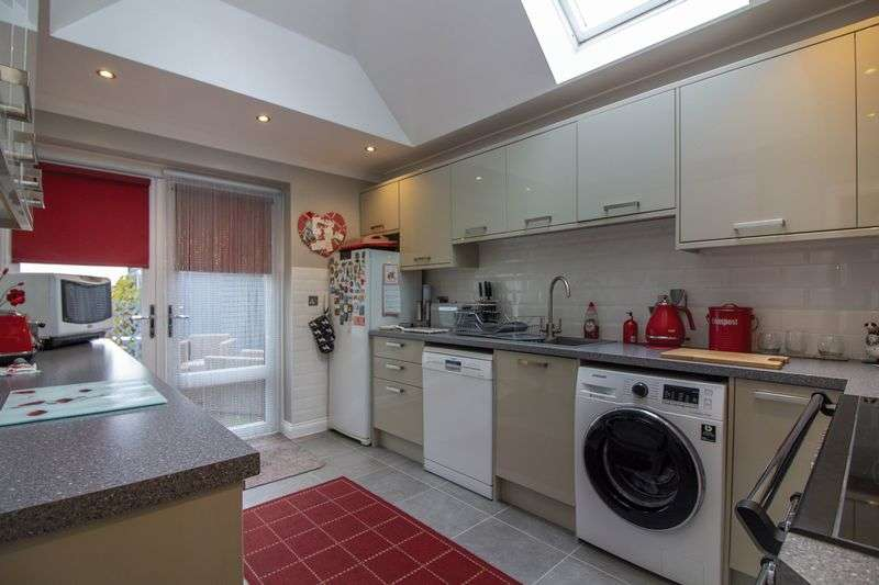 4 Bedrooms Property for sale in Stour Close East Stour, East Stour