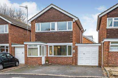 3 Bedrooms Link Detached House for sale in Ribbesford Drive, Worcestershire, Stourport-On-Severn