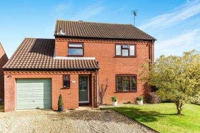3 Bedrooms Detached House for sale in Swaffham, Norfolk