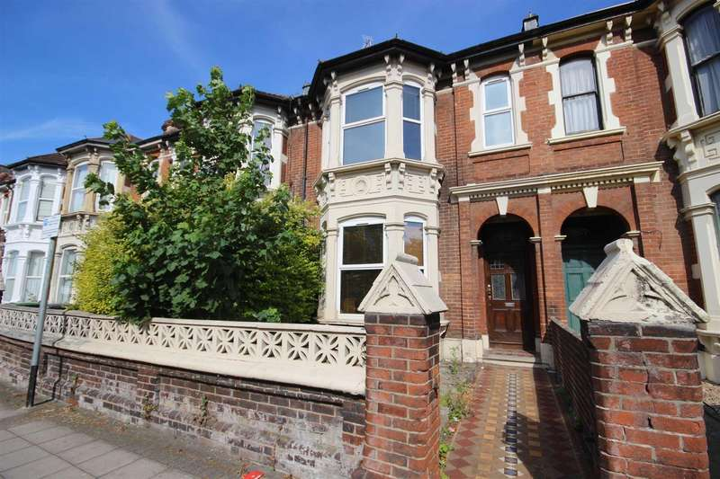 6 Bedrooms Terraced House for sale in VICTORIA ROAD NORTH