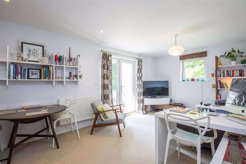 1 Bedroom Flat for sale in Peacock Close, Mill Hill, London, NW7