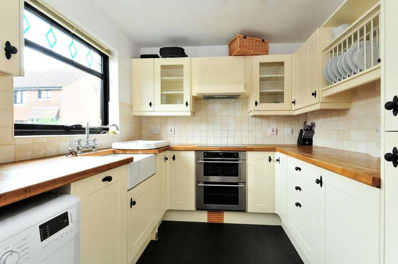 3 Bedrooms Semi Detached House for sale in Pinkcoat Close, Feltham, TW13