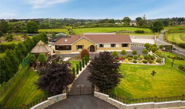 5 Bedrooms Detached Bungalow for sale in Cornoonagh Road, Crossmaglen, Newry, County Down