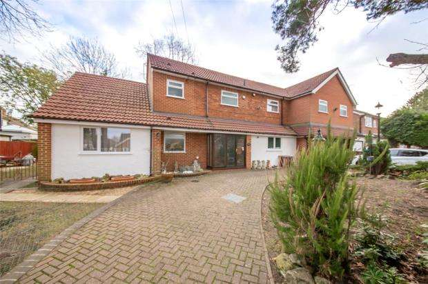 5 Bedrooms Detached House for sale in Ryelaw Road, Church Crookham, Fleet