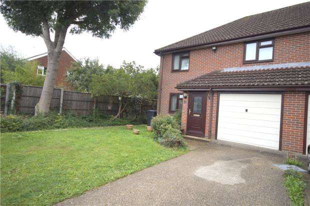 3 Bedrooms End Of Terrace House for sale in Acorn Gardens, Waterlooville, Hampshire