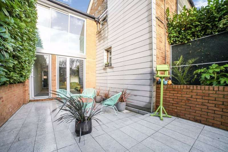 2 Bedrooms End Of Terrace House for sale in Lyham Road, Brixton, London