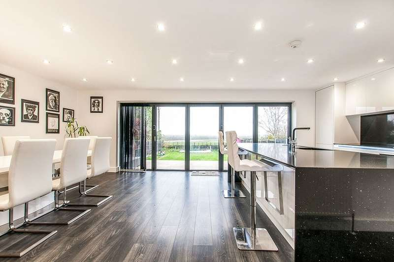 4 Bedrooms Detached Bungalow for sale in Canterbury Road West, Cliffsend, Ramsgate, CT12