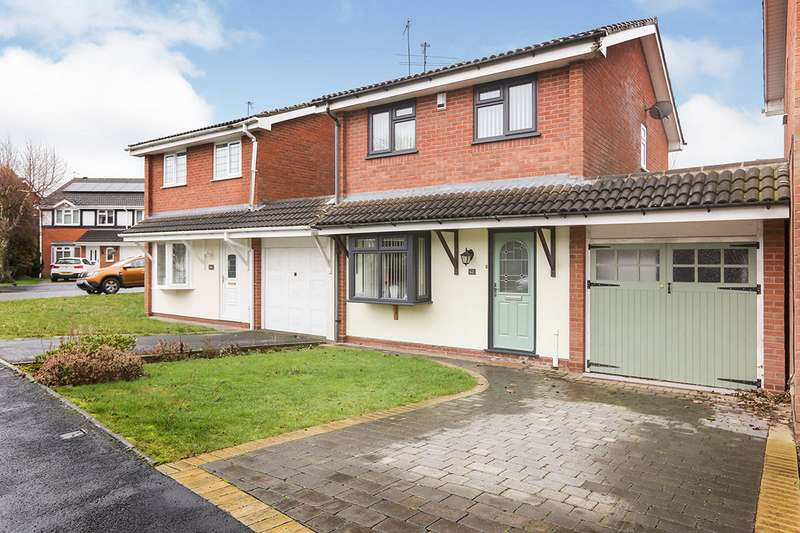 3 Bedrooms Detached House for sale in St. Andrews Drive, Perton, Wolverhampton, Staffordshire, WV6