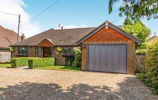 4 Bedrooms Bungalow for sale in Shrub Lane, Burwash, Etchingham, East Sussex