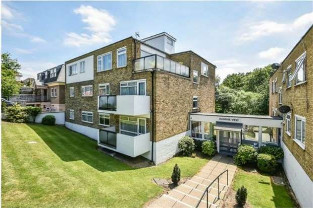 2 Bedrooms Flat for sale in Sunrise View, The Rise, NW7