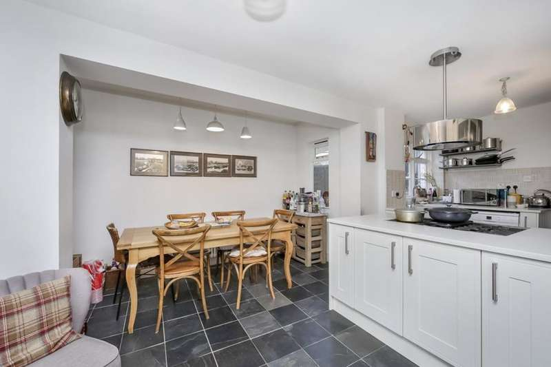 4 Bedrooms Terraced House for sale in Dowlas Street, London SE5