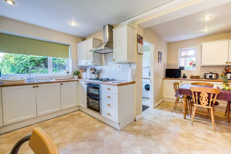 4 Bedrooms Detached House for sale in Chingley Bank, Henley-in-Arden, B95