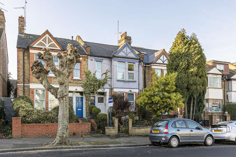 3 Bedrooms Maisonette Flat for sale in Castlewood Road, London, N16