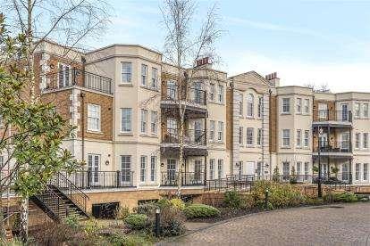 2 Bedrooms Flat for sale in Wilberforce Court, Westerham Road, Keston