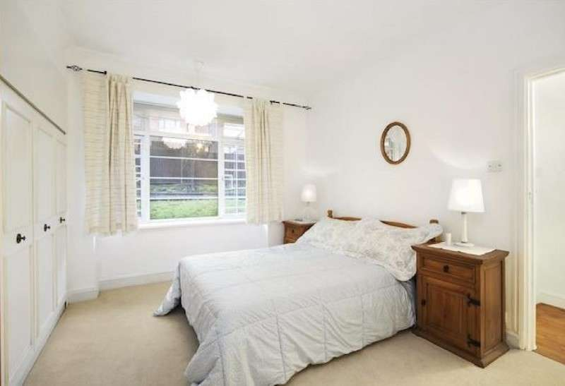 2 Bedrooms Flat for sale in Hillfield Court, Belsize Avenue, London. NW3 4BE