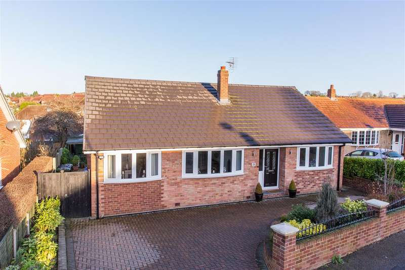4 Bedrooms Detached House for sale in Templegate Rise, Leeds
