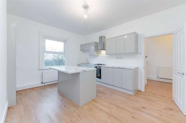 2 Bedrooms Flat for sale in Whipps Cross Road, Walthamstow, London