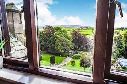 2 Bedrooms Flat for sale in The Mansion, Alma Road, Colne, Lancashire, BB8