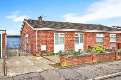 2 Bedrooms Bungalow for sale in Wymondham, Norwich, Norfolk