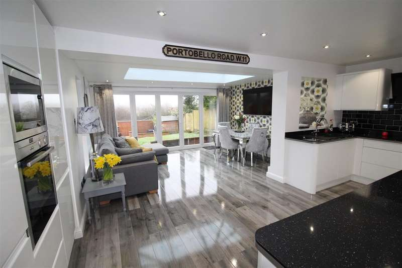 4 Bedrooms Detached House for sale in Lordy Close off Chorley Road, Close to Boar's Head, Wigan