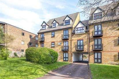 2 Bedrooms Flat for sale in Albemarle Park, Albemarle Road, Beckenham