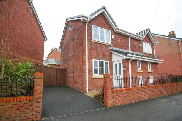2 Bedrooms Semi Detached House for sale in Heys Street, Thornton-Cleveleys, FY5