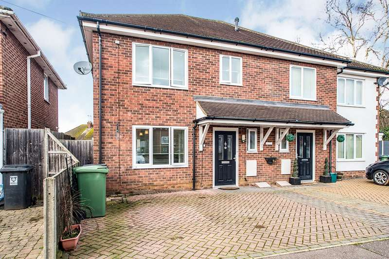 3 Bedrooms Semi Detached House for sale in Seymour Crescent, Hemel Hempstead, Hertfordshire, HP2