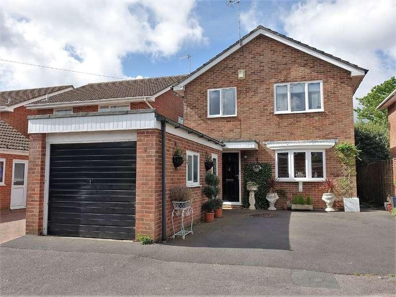 4 Bedrooms Detached House for sale in Fleuret Close, Hythe