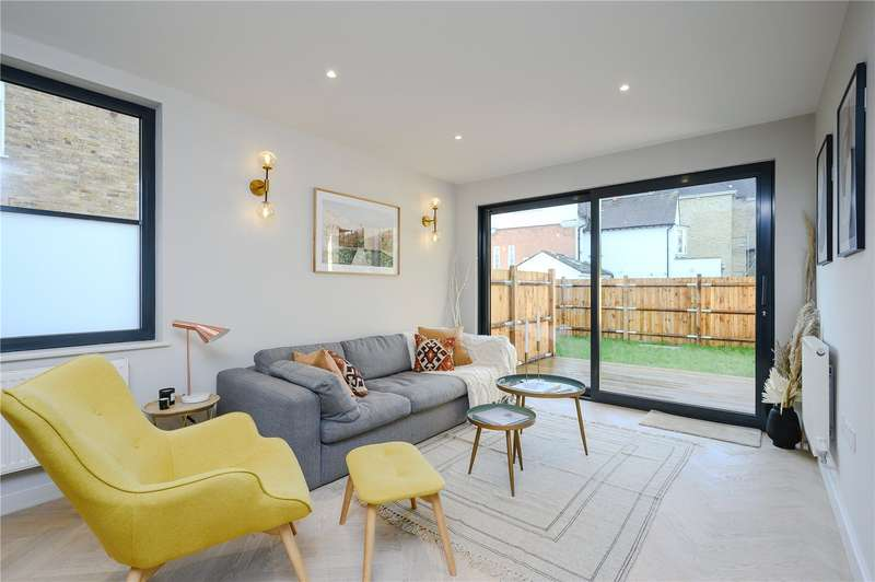 3 Bedrooms Flat for sale in Edge Hill, London, SW19