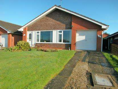3 Bedrooms Bungalow for sale in Wirral Crescent, Little Neston, Neston, Cheshire, CH64