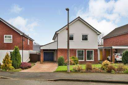 4 Bedrooms Detached House for sale in Helvellyn Drive, Burnley, Lancashire, BB12