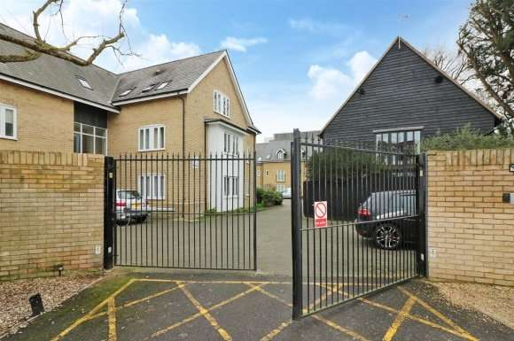 2 Bedrooms Apartment Flat for sale in Stamford Yard,Kneesworth Street, Royston