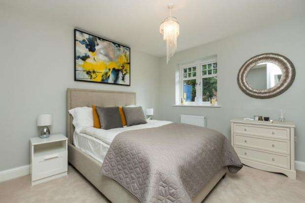 3 Bedrooms Semi Detached House for sale in Bounty Road, Basingstoke, Hampshire