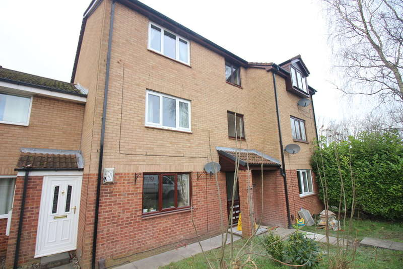 2 Bedrooms Ground Flat for sale in Savick Way, Lea