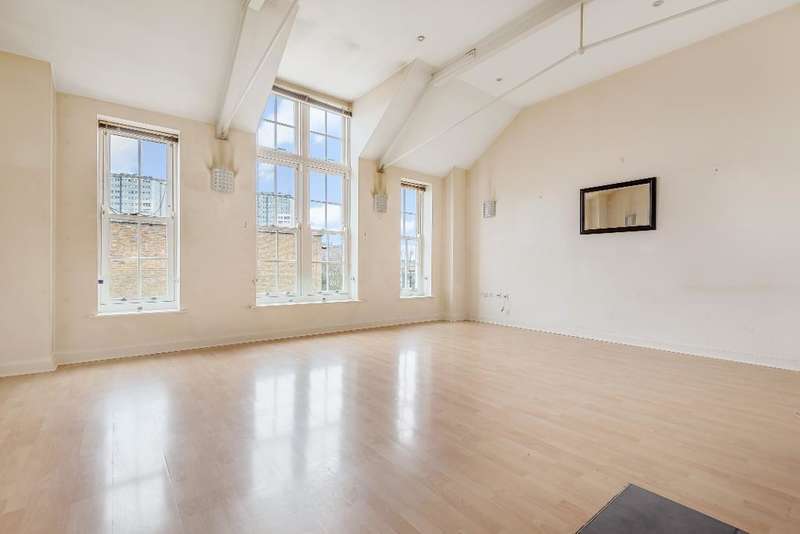 2 Bedrooms Flat for sale in Tollington Road, London, N7 6DW